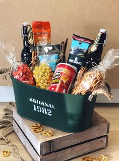 Diy Birthday Gifts For Him, Diy Gifts For Dad, Birthday Gift Baskets, Diy Holiday Gifts, Christmas Gift Baskets, Friend Birthday Gifts, Baskets For Men, Wine Gift Baskets, Basket Gift