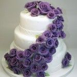 Wedding cake with purple flowers from Lily Monet in Barcelona