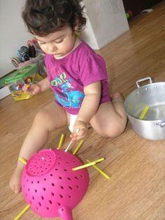 Actividades para mejorar la motricidad fina de tu hijo de 1-3 años - Mamá y maestra Motor Skills Activities, Montessori Activities, Infant Activities, Activities For Kids, Baby Sensory Play, Baby Play, Toddler Play, Toddler Learning, Infant Classroom