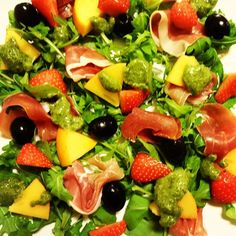 Edel's Mat & Vin : Salat med parmaskinke, sharon og pesto !