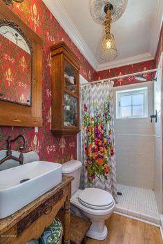 Chic Bathrooms, Modern Bathroom, Vanity Bathroom, Small Bathroom, Master Bathroom, Bathroom Wallpaper, Bathroom Mold, Wainscoting Bathroom, Shower Bathroom