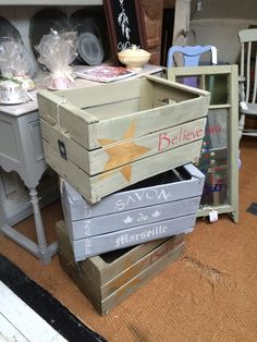 Christmas themed Vintage French Farm Crate created using Autentico Chalk Paint - the star is done using New Gold from the Metallics range. You can make one too at the Crafty Nest or contact us to do one for you,