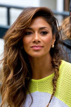 Pin for Later: The Lob Gets the Presidential Seal of Approval Nicole Scherzinger Nicole was seen in London wearing her hair in both beachy waves and a mini fishtail braid. Bad Hair Day, Brunette Beauty, Hair Beauty, Nicole Scherzinger Hair, Hawaii, Native American Beauty, Balayage Hair Blonde, Fishtail, Beautiful Actresses