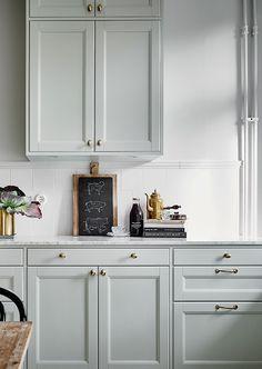 Classic and delicate kitchen design - via cocolapinedesign.com