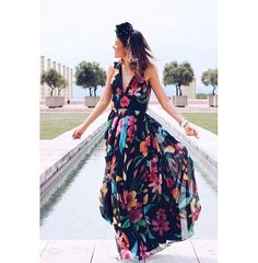 No puedo despertar más contenta una de nuestras bloggers favoritas @holacuore luciendo uno de nuestros vestidos ❣❣❣❣ ¿No esta ideal? Disponible en @dboda #vestido #blog #blogger #barcelona #santcugat #vestidos #invitadas #flores #wedding #bodas #style