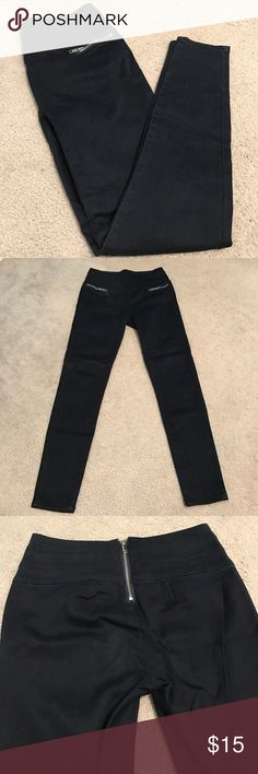 """High Waist Ankle Jeggings Super dark denim jeggings .. Hit ankle length, again I am 5'4"""", and high waisted .. Very soft .. Zipper pockets in the front, zipper closure in the back New York & Company Jeans Skinny"""