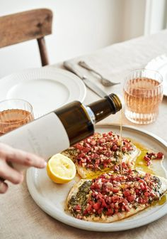 White fish with pesto, peppers, shallots & olive oil - Three times a day Watermelon Diet, Watermelon Recipes, Confort Food, Vegetarian Recipes, Healthy Recipes, Homemade Muesli, Dinner Menu, Summer Recipes, Love Food