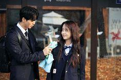 송강 — 'Love Alarm' (Behind-the-Scenes) Korean Drama Romance, Song Kang Ho, Handsome Korean Actors, Kim Sohyun, Girl Artist, Young Love, Drama Film, Best Couple, Cute Couples