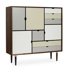 Andersen Furniture - S3 Kommode, Walnuss geölt/ Fronten silver (silber weiß), doeskin (beige), iron (metallgrau) Jetzt bestellen unter: https://moebel.ladendirekt.de/wohnzimmer/schraenke/kommoden/?uid=ffc2276c-2928-58b1-9304-e40091aea5aa&utm_source=pinterest&utm_medium=pin&utm_campaign=boards #schraenke #kommoden #wohnzimmer
