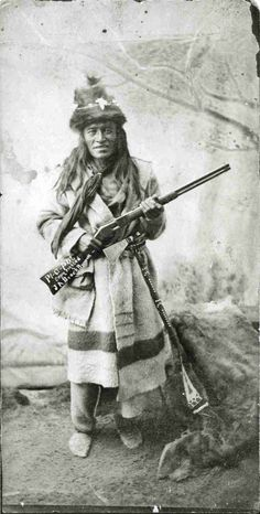 Piapot - Cree - Although this is a Plains Cree, the jacket made from a Hudson Bay Co. trading blanket is also typical of James Bay Cree.(Piapot - Chief of First Nations people in southern Saskatchewan in the late holding a rifle and wearing hat and scarf. Native American Photos, Native American History, Native American Indians, American Symbols, Canadian History, Indian Tribes, Native Indian, Blackfoot Indian, First Nations