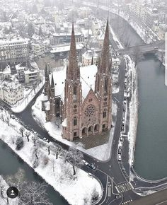 Paul's Church Strasbourg France - Architecture and Urban Living - Modern and Historical Buildings - City Planning - Travel Photography Destinations - Amazing Beautiful Places Sacred Architecture, Cultural Architecture, Church Architecture, Architecture Design, Architecture Classique, Ile Saint Louis, France Photos, Travel Abroad, Kirchen