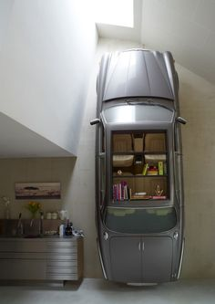 Een Jaguar XJ: de beste boekenkast om naast je keuken te parkeren.  http://www.autoblog.nl/een-jaguar-xj-als-boekenkast-waarom-ook-niet