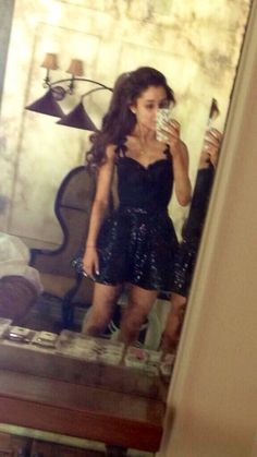 I love the fact that Ari takes pics on her phone of her outfit.
