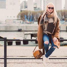 Casual for #spring ! ☀ Get the whole look on www.stylequest.se! #zaraoutfit #parfoisbag #hmcoat #springinspo #stylequest #swedishblogger #sweden #outfitoftheday #sverige #äntligenvår