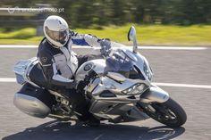 A YamahaFJR está a cumprir o seu 15º aniversário. Foi renovada com o intuito de melhorar as suasaptidões de grande viajante. E efectivamenteficou ainda melhor.