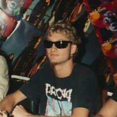 Layne Staley wearing a Prong t-shirt Sunglasses Goatee Alice In Chains, Scott Weiland, Layne Staley, Chester Bennington, Kurt Cobain, Mike Starr, Jerry Cantrell, Mad Season, My Soulmate
