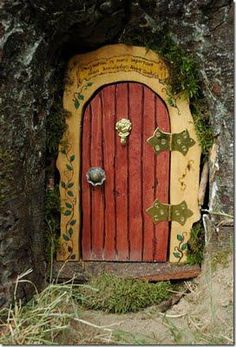Magical DIY Fairy Door Tutorial & Hand-Crafted Fairy - Gnome Door - Small. OMIGOODNESS this is ... Pezcame.Com