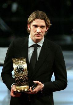 Football Photos, Football Soccer, Fifa 100, Milan Wallpaper, Legends Football, Best Football Players, Most Handsome Men, Ac Milan, Best Model