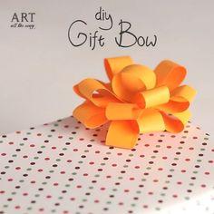 Gift Bow 🎁 | Follow @ventunoart | Facebook #artalltheway | #diy #diycrafts #diyvideos #diytutorial #diyproject #easydiy #papercraft… Diy Paper, Paper Crafts, Art All The Way, Gift Bows, Diy Bow, Paper Folding, Diy Videos, Diy Tutorial, Diy And Crafts
