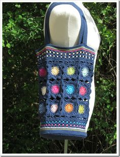 Great Tote Bag; can be made from scraps of yarn for circles.