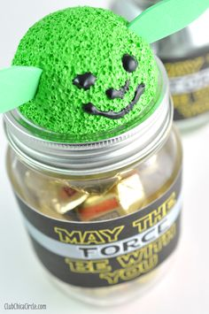 Star Wars Inspired Mason Jar Gifts | Club Chica Circle - where crafty is contagious