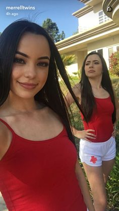 Vanessa and Veronica getting ready for there new viedo lifegards Twin Girls, Twin Sisters, Merrill Twins, Veronica And Vanessa, Veronica Merrell, Vanessa Merrell, Brooklyn And Bailey, Cute Twins, Famous Girls