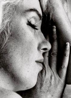 Marilyn Monroe sleeping, 1962. Photo by Bert Stern