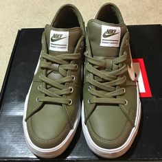 Men's Nike skateboard SB Kakhi 9.5 sneakers shoes Men's Nike skateboard SB Kakhi 9.5 sneakers shoes. Very clean, no damage, no color change. Great 10/10 score. Nike Shoes Sneakers