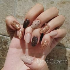 Adding some glitter nail art designs to your repertoire can glam up your style within a few hours. Check our fav Glitter Nail Art Designs and get inspired! Korean Nail Art, Korean Nails, Trendy Nail Art, Stylish Nails, Winter Nail Art, Winter Nails, Diy Nails, Swag Nails, Acryl Nails