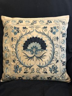 Suzani pillow cover from Uzbekistan. Hand embroidered with natural dyes. Anatolian and Central Asian patterns. Kashida Embroidery, Hand Embroidery Stitches, Hand Embroidery Designs, Machine Embroidery, Cushion Cover Designs, Floral Drawing, Artisanal, Pillows, Handmade