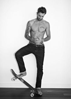 yum.  nothing like a cute boy that can skateboard, or at least, pose with one.  probably doesn't even know how ha