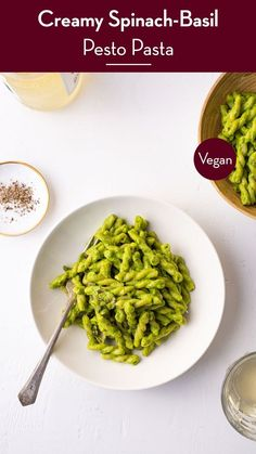 This creamy vegan basil-spinach pesto pasta with mushrooms is a quick and healthy weeknight dinner. thenewbaguette.com #pestopastarecipes #easypestopasta #veganpestopasta #spinachpesto Spinach Pesto Pasta, Vegan Pesto Pasta, Creamy Tomato Pasta, Pesto Pasta Recipes, Creamy Spinach, Italian Diet, Healthy Weeknight Dinners, Pasta Shapes, Mushroom Pasta