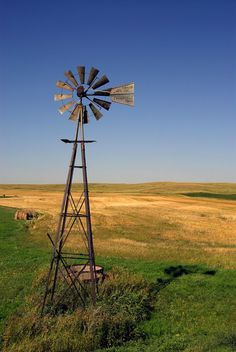 #NorthDakota #Windmill Westerns, Old Windmills, Roadside Attractions, Water Tower, Old Barns, Covered Bridges, North Dakota, Photo Location, Outdoor Fun