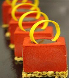 Mousse Framboise à la crème légère vanille et son confit passion/mandarine.  Un dessert subtil et délicat de David Colineaux