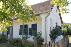 Beautiful Buildings, Traditional House, Budapest, Cottages, Countryside, Pergola, Farmhouse, Exterior, Outdoor Structures