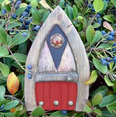 Fairy Door Blues: I can't help it. I simply must tack this to a tree, put tiny lawn furniture in front of it, and wait till my daughter notices. I have no choice. Gnome Door, Gnome House, Garden Projects, Garden Ideas, Craft Projects, Lawn Furniture, Fairy Houses, Dream Houses, Fairy Land