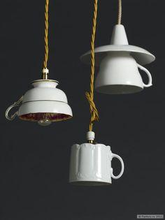Художественный декор из старых чашек
