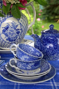 Aiken House & Gardens: Blue & White Afternoon Garden Tea