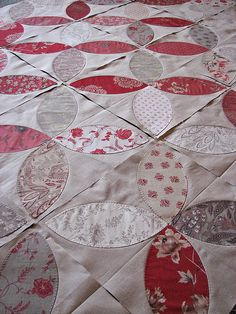 French General Pumpkin Seed close up Red And White Quilts, Blue Quilts, Scrappy Quilts, Small Quilts, Patch Quilt, Applique Quilts, Quilt Blocks, Quilting Projects, Quilting Designs