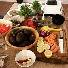 Velkommen til introduksjonskurs i levende mat! På dette kurset får du en innføring i de grunnleggende prinsipper for å komme i gang med levende mat i hverdagen. Vi vektlegger enkle huskeregler for å lage velsmakende retter på rekordtid, så du kan øke ditt næringsinntak uten å bli avhengig …