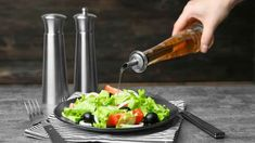 Nebojte se přidat jablečný ocet i do salátových zálivek Garlic Press, Benefit