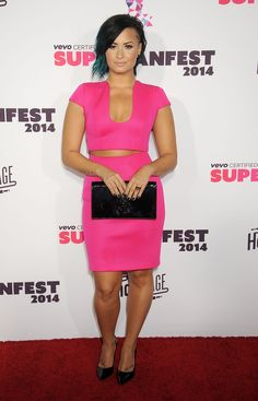 Demi Lovato wowed us with her latest hot pink red carpet ensemble! She wore an electric pink crop top and matching skirt at the Vevo CERTIFIED SuperFanFest live concert event, and she looks phenomenal!