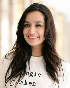 Shraddha Kapoor Biography, She is an Indian actress who works in Hindi films, was born on born 3 March Famous Actor Shakti Kapoor is the father of Shraddha Kapoor. Bollywood Girls, Indian Bollywood, Bollywood Stars, Bollywood Images, Shraddha Kapoor Hot Images, Shraddha Kapoor Cute, Prettiest Actresses, Beautiful Actresses, Beautiful Bollywood Actress