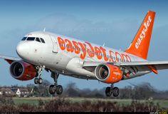 easyJet Airbus A319 photo by Craig Stevens