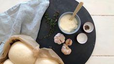 Hvit pizzasaus Camembert Cheese, Tea Lights, Candles, Food, Tea Light Candles, Essen, Candy, Meals, Candle Sticks