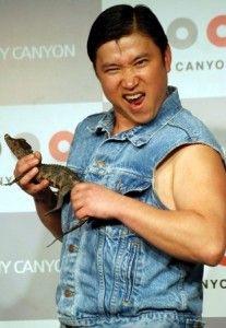 Sugi-chan costume  Denim vest and gelled hair.  スギちゃんコスチューム。  デニムベストとジェルヘアでかんたん変身!