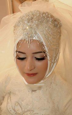 Bridal Hijab, Hijab Wedding Dresses, Hijab Bride, Wedding Gowns, Muslimah Wedding, Hijab Fashionista, Muslim Brides, Bride Accessories, African Dresses For Women