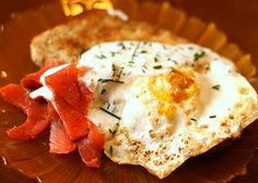 Salmon and Fried Egg with Lemon Chive Cream #breakfast #quick