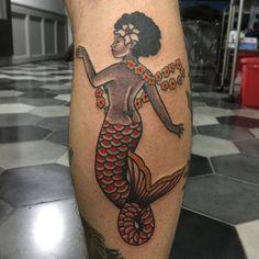 Tatuagem de sereia feita por Sarita no estilo old school. #tatuagem #tattoo #tradicional #oldschool #sereia #mermaid
