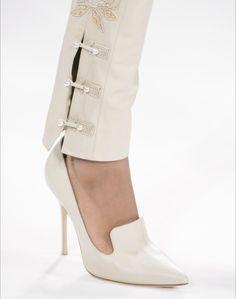 Jonathan Simkhai im Herbst 2017 der New York Fashion Week New York Fashion, Fashion Pants, Fashion Shoes, Fashion Outfits, Fashion Tips, Mode Ab 50, Salwar Pants, Fashion Magazin, Fashion Details